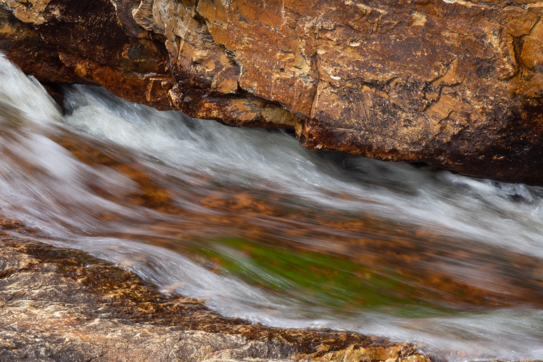 dieses Foto zeigt einen Wasserfall in Neufundland